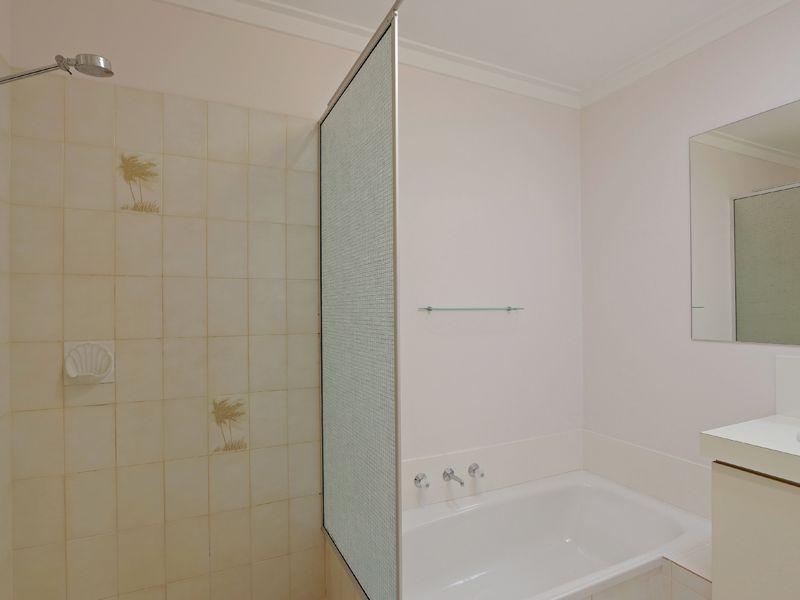 https://propertyphotos.vaultre.com.au/835/762326__reaimport-1568685022-347506-29172.jpg