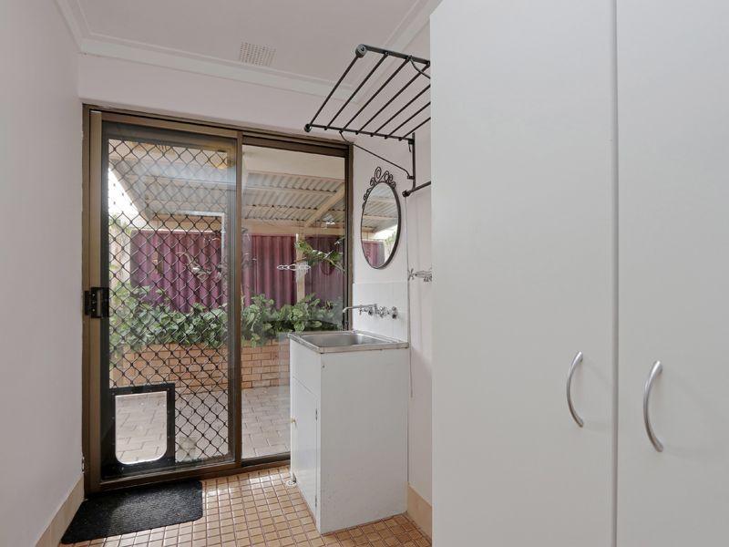 https://propertyphotos.vaultre.com.au/835/762327__reaimport-1568685022-347506-29172.jpg