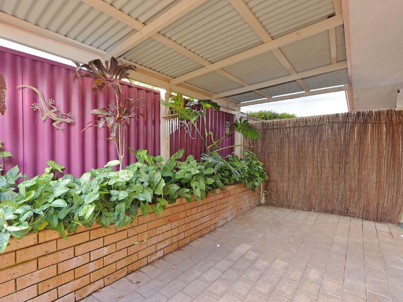 https://propertyphotos.vaultre.com.au/835/762328__reaimport-1568685022-347506-29172.jpg