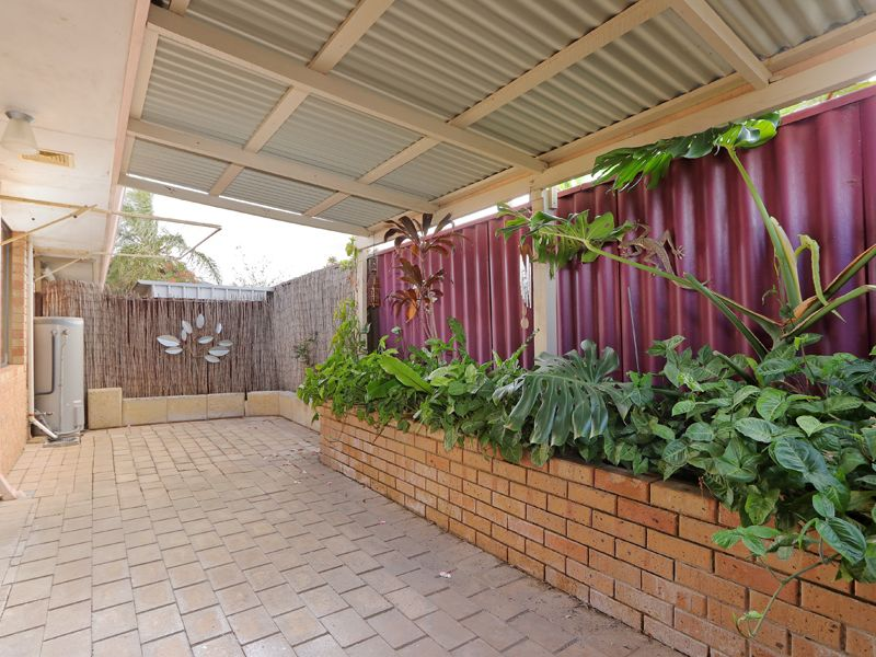 https://propertyphotos.vaultre.com.au/835/762329__reaimport-1568685023-347506-29172.jpg