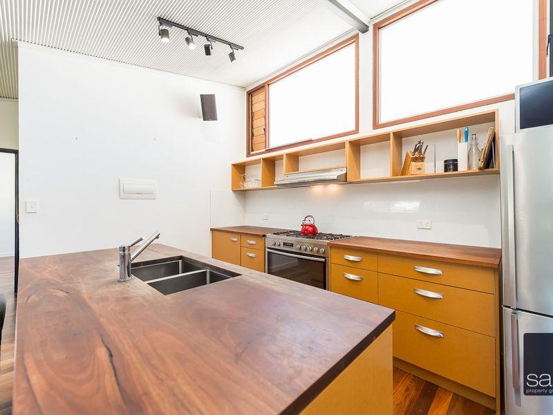 https://propertyphotos.vaultre.com.au/835/762335__reaimport-1568685025-347507-29173.jpg