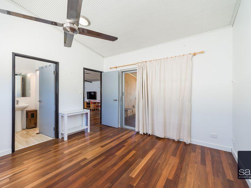 https://propertyphotos.vaultre.com.au/835/762337__reaimport-1568685025-347507-29173.jpg
