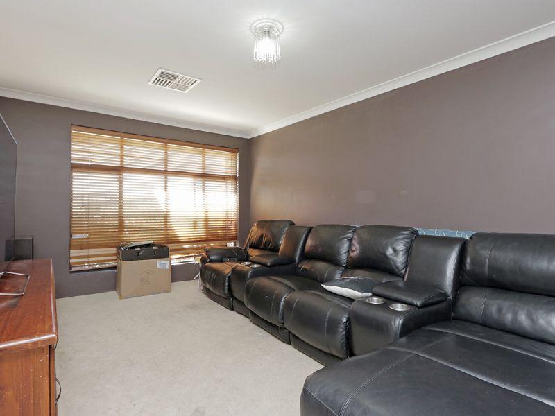 https://propertyphotos.vaultre.com.au/835/762371__reaimport-1568685037-347510-29176.jpg