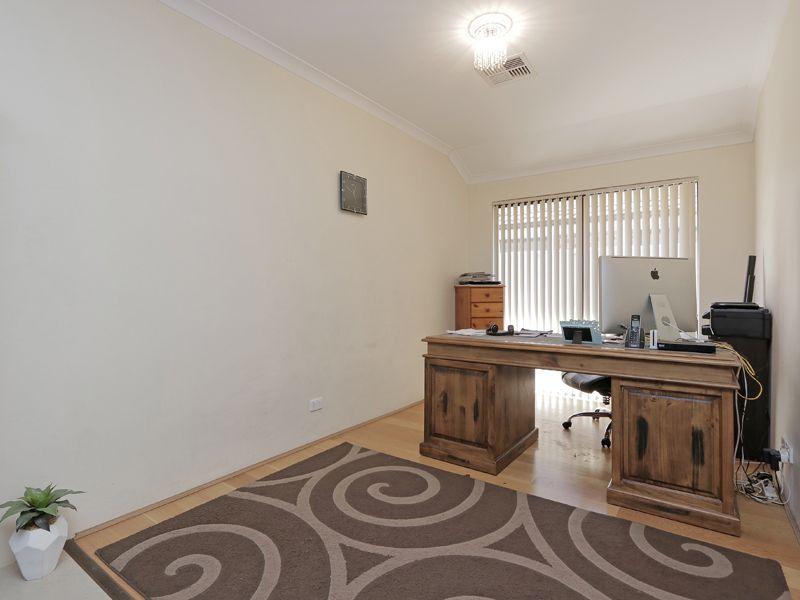 https://propertyphotos.vaultre.com.au/835/762372__reaimport-1568685038-347510-29176.jpg