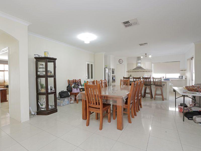 https://propertyphotos.vaultre.com.au/835/762373__reaimport-1568685038-347510-29176.jpg