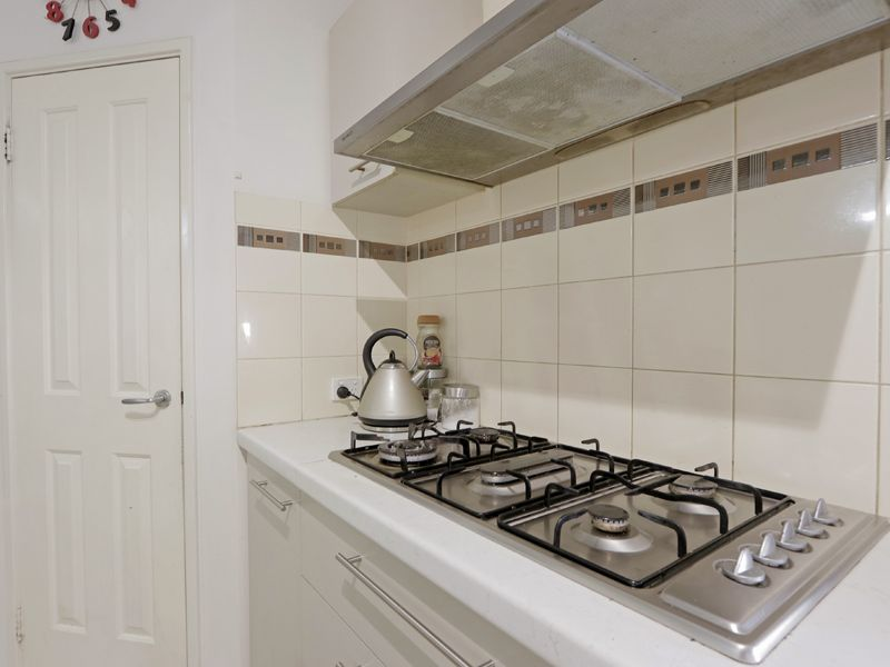 https://propertyphotos.vaultre.com.au/835/762374__reaimport-1568685038-347510-29176.jpg