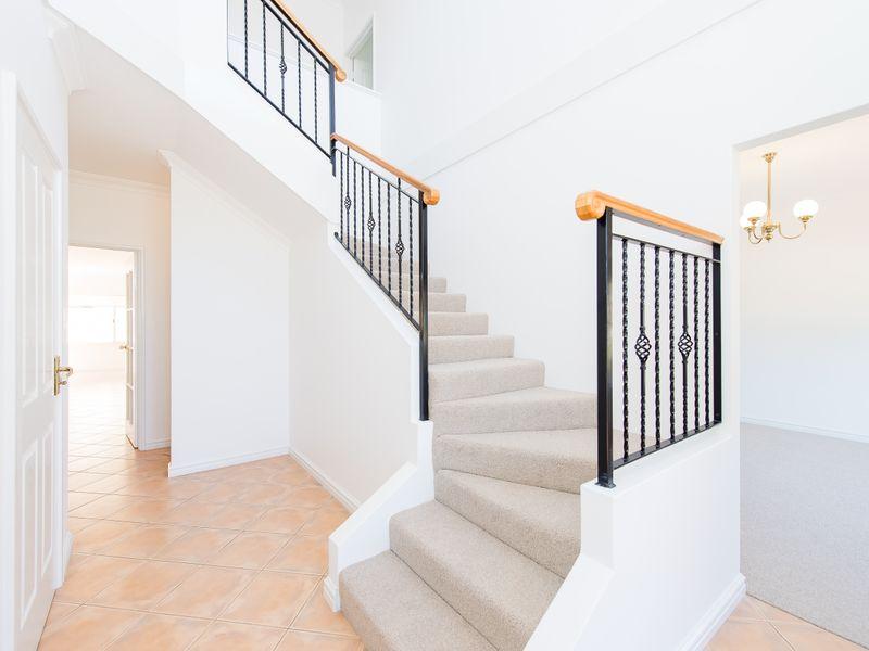 https://propertyphotos.vaultre.com.au/835/762583__reaimport-1568685106-347527-29193.jpg