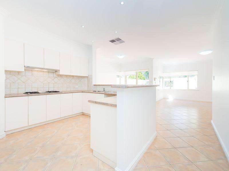 https://propertyphotos.vaultre.com.au/835/762585__reaimport-1568685107-347527-29193.jpg