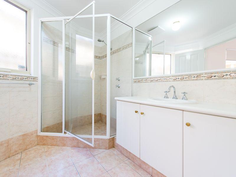 https://propertyphotos.vaultre.com.au/835/762589__reaimport-1568685109-347527-29193.jpg