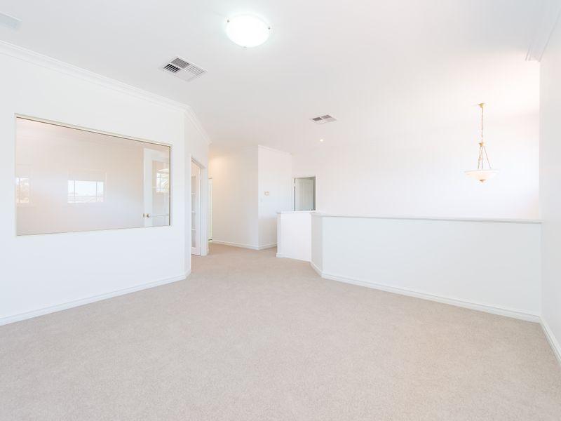 https://propertyphotos.vaultre.com.au/835/762591__reaimport-1568685110-347527-29193.jpg