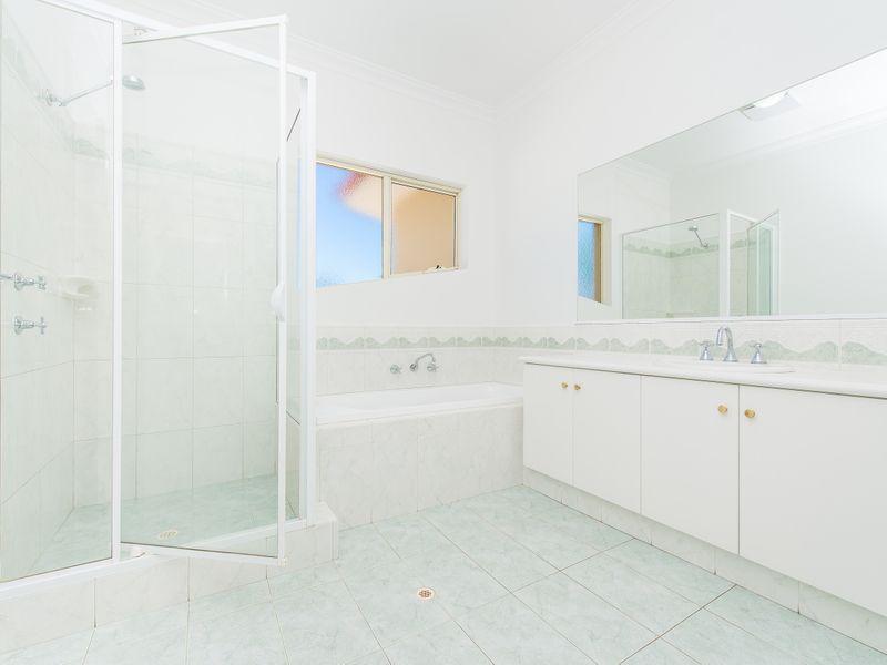 https://propertyphotos.vaultre.com.au/835/762594__reaimport-1568685111-347527-29193.jpg