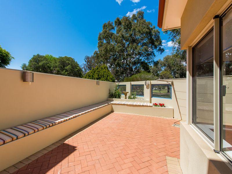 https://propertyphotos.vaultre.com.au/835/762595__reaimport-1568685112-347527-29193.jpg