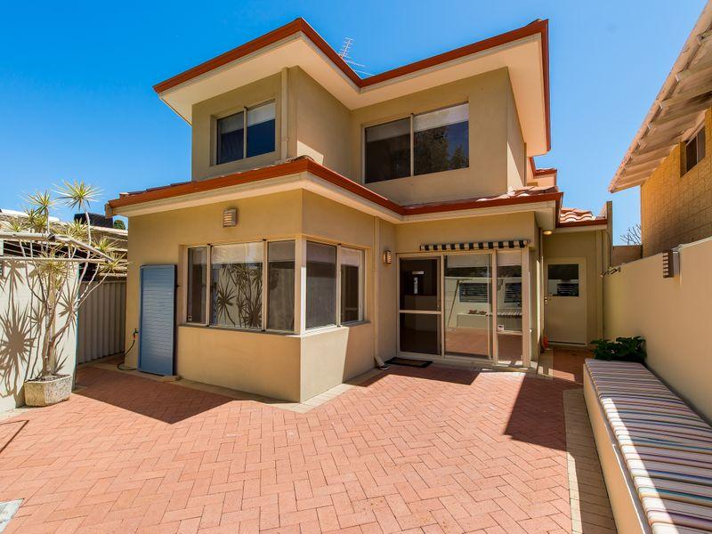 https://propertyphotos.vaultre.com.au/835/762596__reaimport-1568685112-347527-29193.jpg