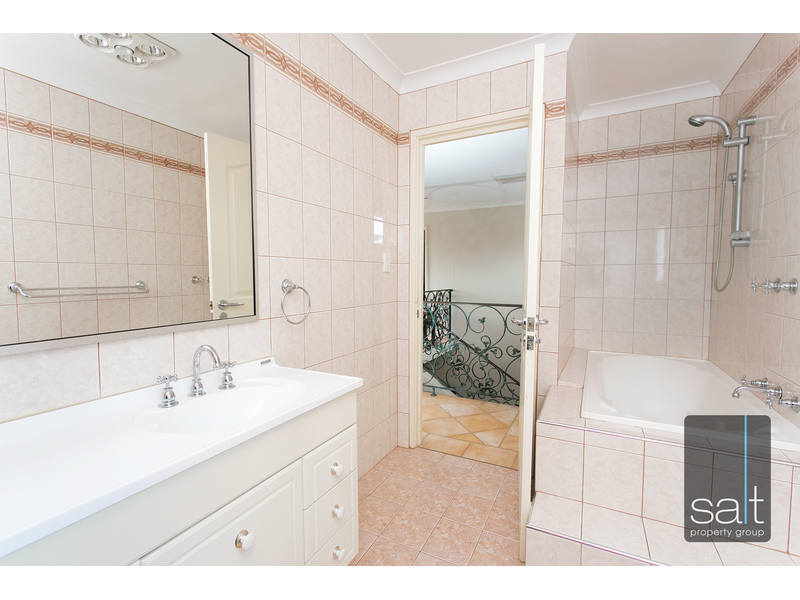 https://propertyphotos.vaultre.com.au/835/762610__reaimport-1568685117-347530-29196.jpg
