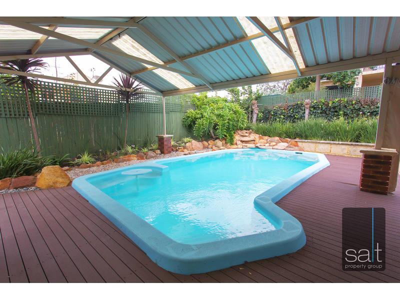 https://propertyphotos.vaultre.com.au/835/762612__reaimport-1568685117-347530-29196.jpg