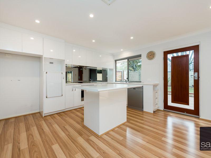 https://propertyphotos.vaultre.com.au/835/762898__reaimport-1568685214-347552-29218.jpg