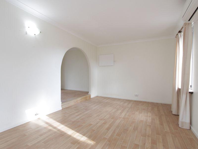 https://propertyphotos.vaultre.com.au/835/765778__reaimport-1568685966-347888-29552.jpg