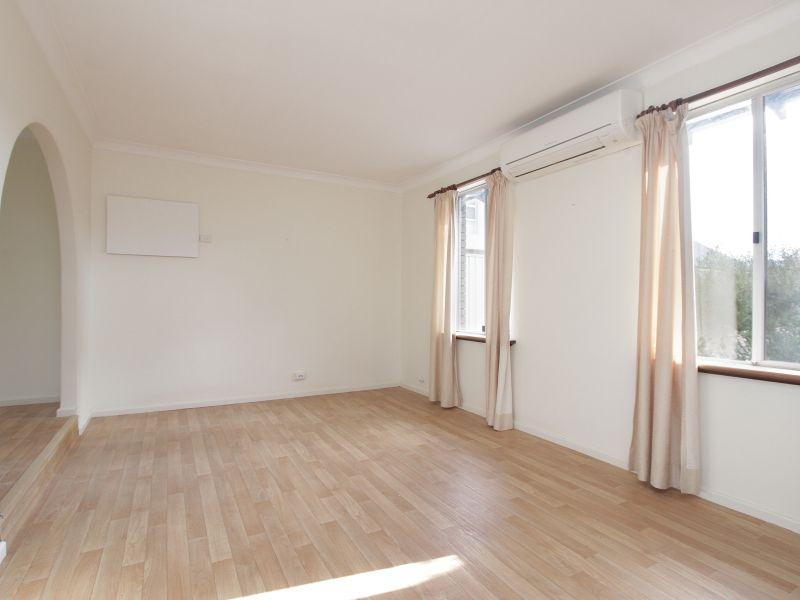 https://propertyphotos.vaultre.com.au/835/765779__reaimport-1568685967-347888-29552.jpg