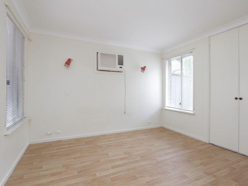 https://propertyphotos.vaultre.com.au/835/765782__reaimport-1568685968-347888-29552.jpg