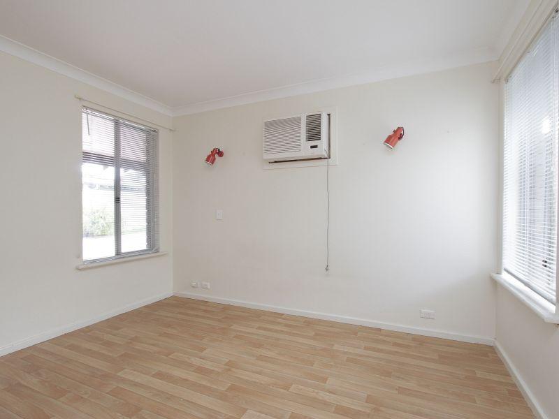 https://propertyphotos.vaultre.com.au/835/765783__reaimport-1568685968-347888-29552.jpg