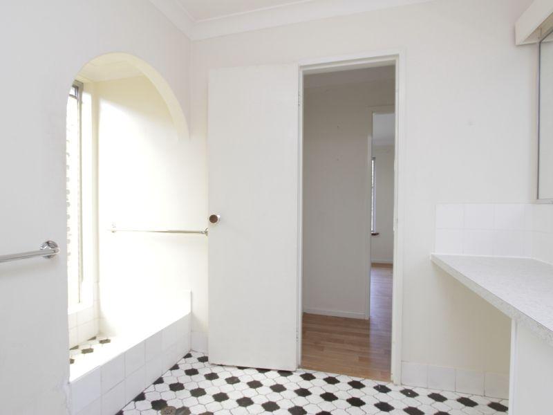 https://propertyphotos.vaultre.com.au/835/765786__reaimport-1568685969-347888-29552.jpg