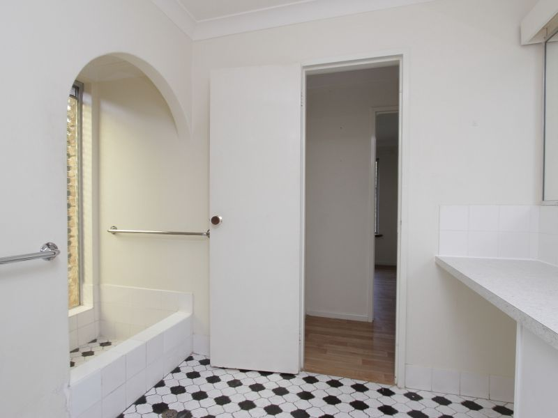 https://propertyphotos.vaultre.com.au/835/765787__reaimport-1568685969-347888-29552.jpg
