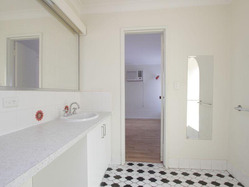 https://propertyphotos.vaultre.com.au/835/765788__reaimport-1568685969-347888-29552.jpg