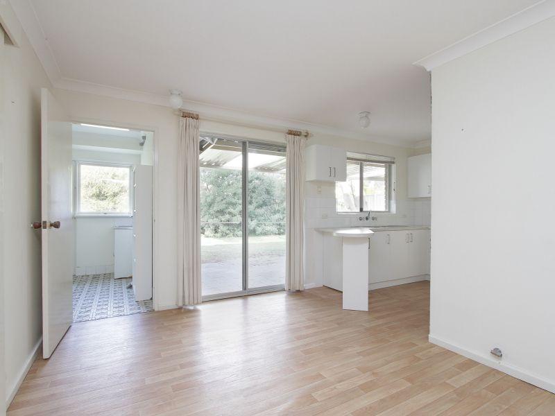 https://propertyphotos.vaultre.com.au/835/765793__reaimport-1568685971-347888-29552.jpg