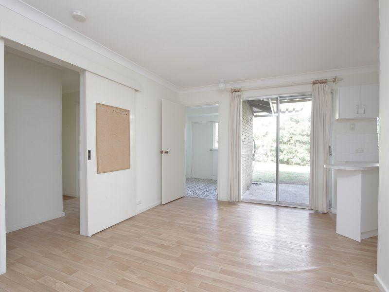 https://propertyphotos.vaultre.com.au/835/765794__reaimport-1568685971-347888-29552.jpg