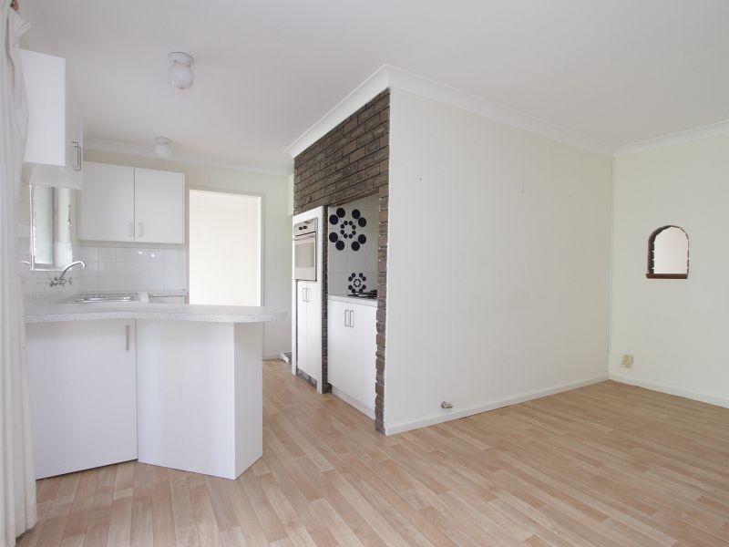https://propertyphotos.vaultre.com.au/835/765795__reaimport-1568685972-347888-29552.jpg