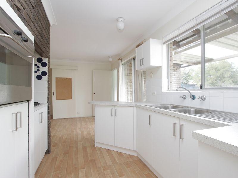 https://propertyphotos.vaultre.com.au/835/765797__reaimport-1568685972-347888-29552.jpg