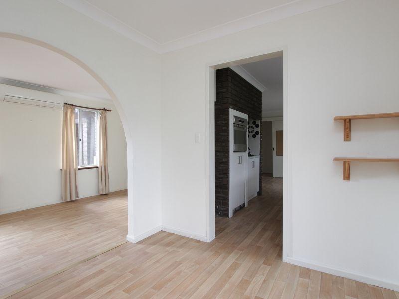 https://propertyphotos.vaultre.com.au/835/765799__reaimport-1568685973-347888-29552.jpg