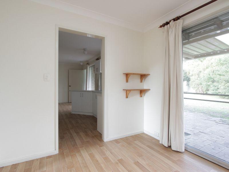 https://propertyphotos.vaultre.com.au/835/765800__reaimport-1568685973-347888-29552.jpg