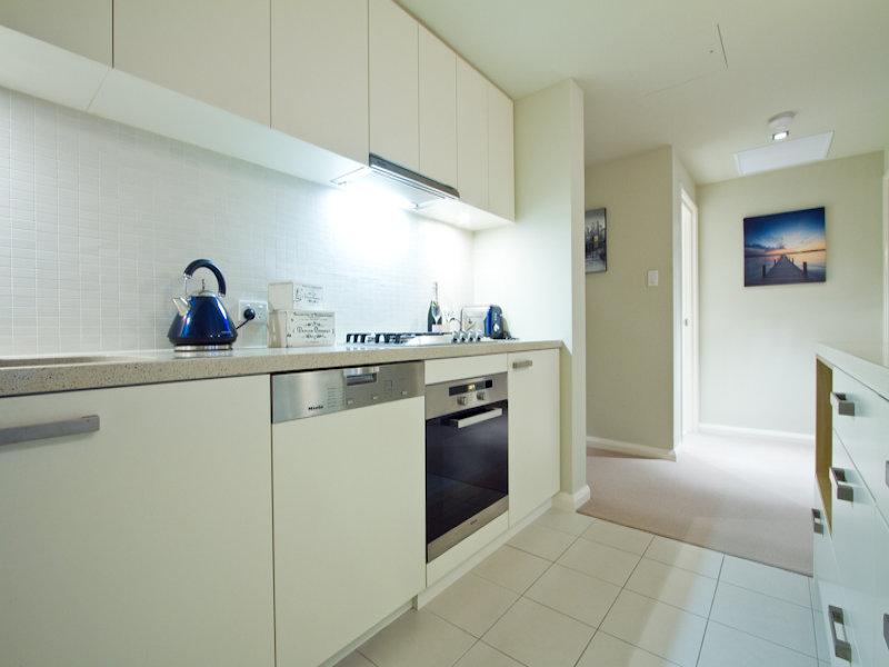 https://propertyphotos.vaultre.com.au/835/766337__reaimport-1568686124-347931-29595.jpg