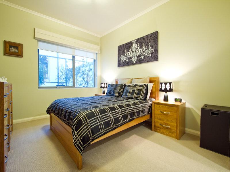 https://propertyphotos.vaultre.com.au/835/766347__reaimport-1568686126-347931-29595.jpg