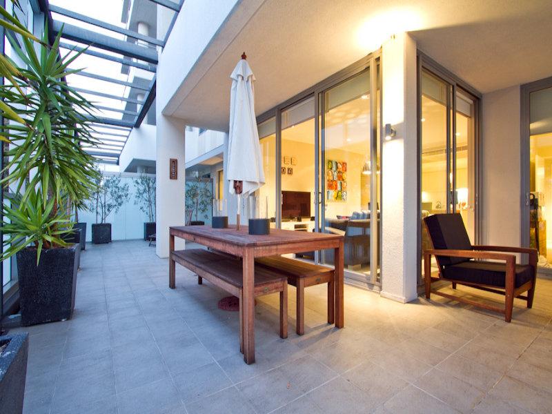https://propertyphotos.vaultre.com.au/835/766350__reaimport-1568686127-347931-29595.jpg