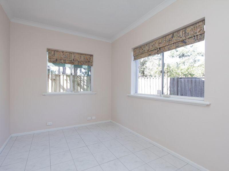 https://propertyphotos.vaultre.com.au/835/766400__reaimport-1568686139-347938-29602.jpg