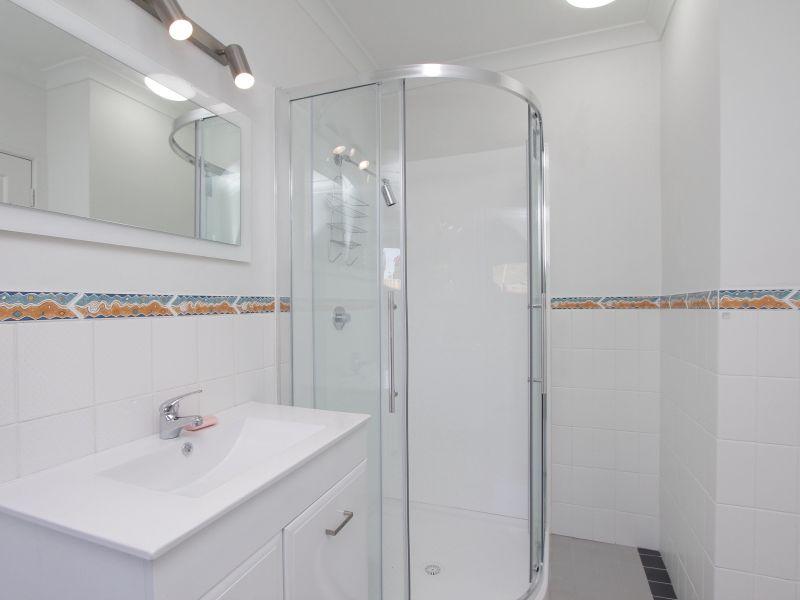 https://propertyphotos.vaultre.com.au/835/766410__reaimport-1568686141-347938-29602.jpg