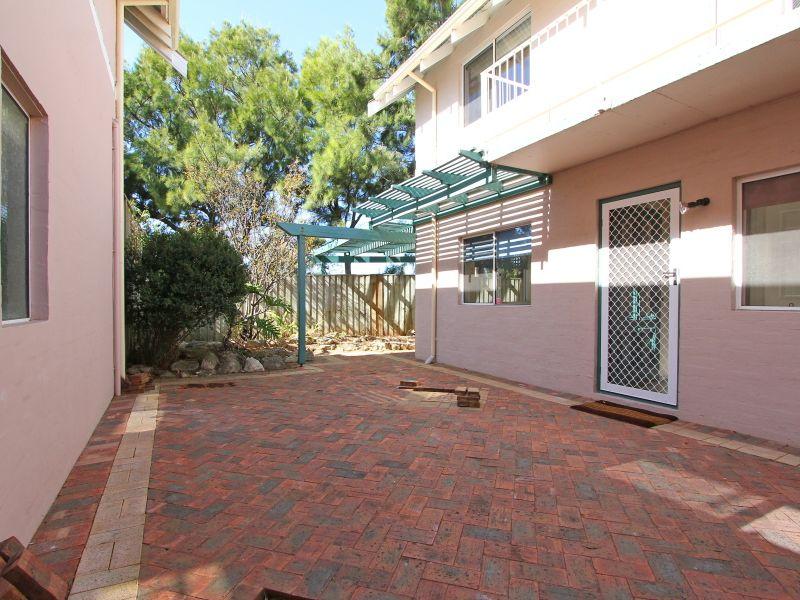 https://propertyphotos.vaultre.com.au/835/766412__reaimport-1568686142-347938-29602.jpg