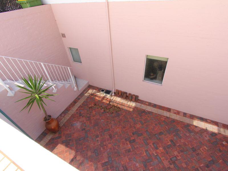 https://propertyphotos.vaultre.com.au/835/766422__reaimport-1568686145-347938-29602.jpg