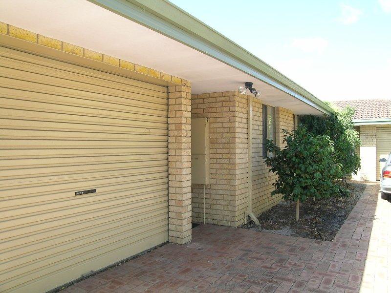 https://propertyphotos.vaultre.com.au/835/767021__reaimport-1568686301-347992-29656.jpg