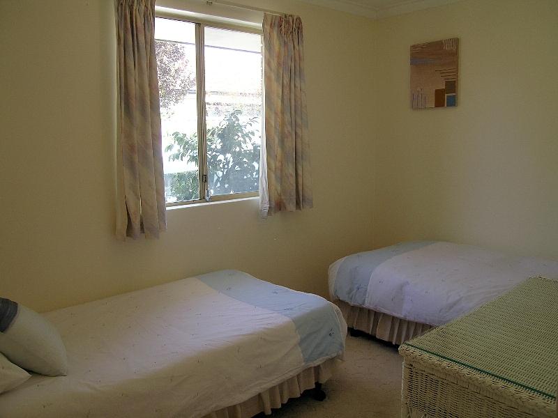 https://propertyphotos.vaultre.com.au/835/767023__reaimport-1568686302-347992-29656.jpg