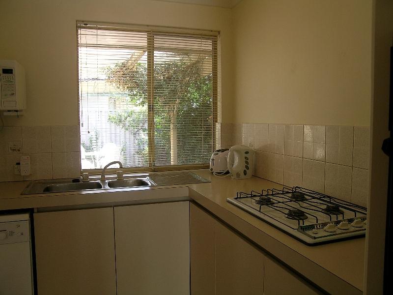 https://propertyphotos.vaultre.com.au/835/767026__reaimport-1568686303-347992-29656.jpg