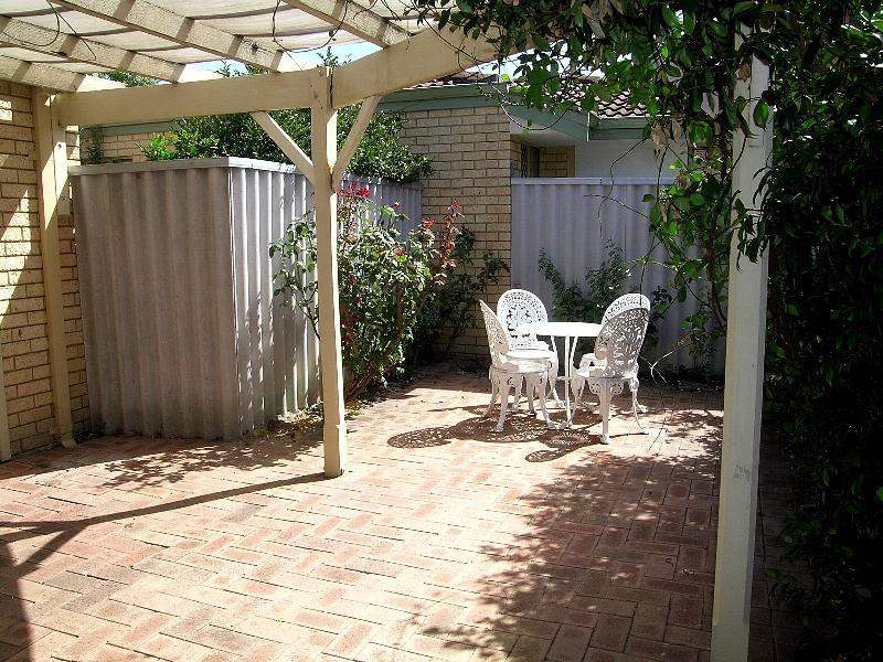 https://propertyphotos.vaultre.com.au/835/767027__reaimport-1568686303-347992-29656.jpg