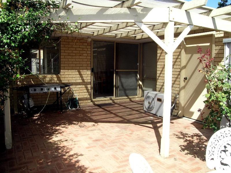 https://propertyphotos.vaultre.com.au/835/767028__reaimport-1568686303-347992-29656.jpg