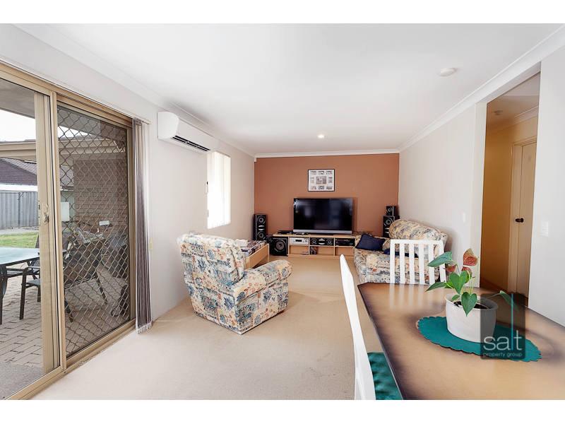 https://propertyphotos.vaultre.com.au/835/767031__reaimport-1568686304-347993-29657.jpg