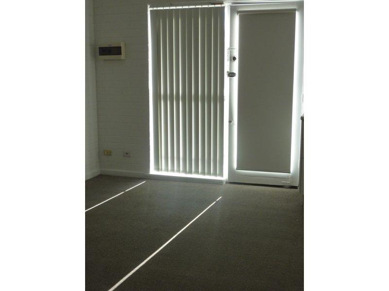 https://propertyphotos.vaultre.com.au/835/767892__reaimport-1568686537-348069-29732.jpg