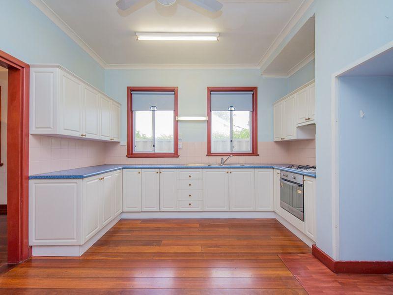 https://propertyphotos.vaultre.com.au/835/768450__reaimport-1568686708-348119-29782.jpg