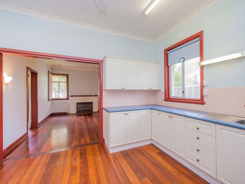 https://propertyphotos.vaultre.com.au/835/768451__reaimport-1568686708-348119-29782.jpg