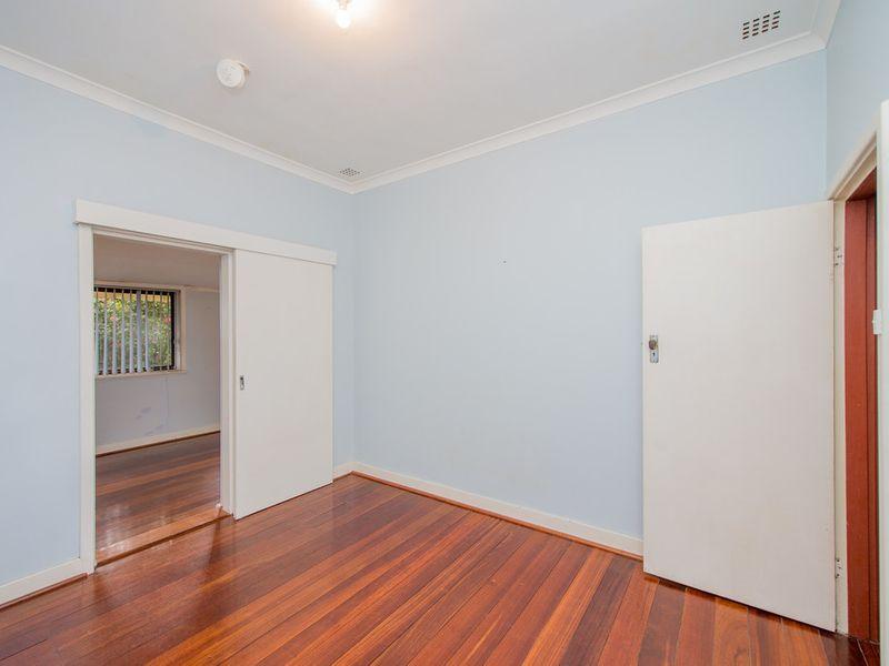 https://propertyphotos.vaultre.com.au/835/768455__reaimport-1568686709-348119-29782.jpg